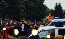 Neonazi-Mob im Hintergund 2